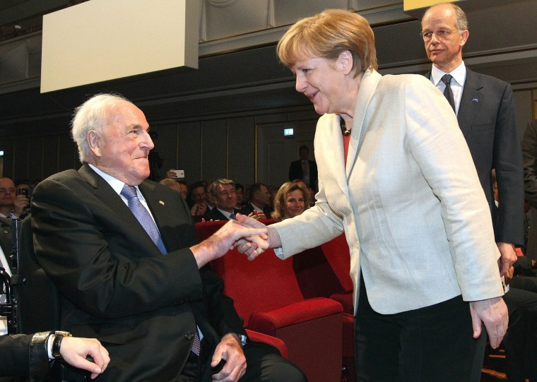 Image: German chancellor Angela Merkel (R) shaking hands with former chancellor Helmut Kohl