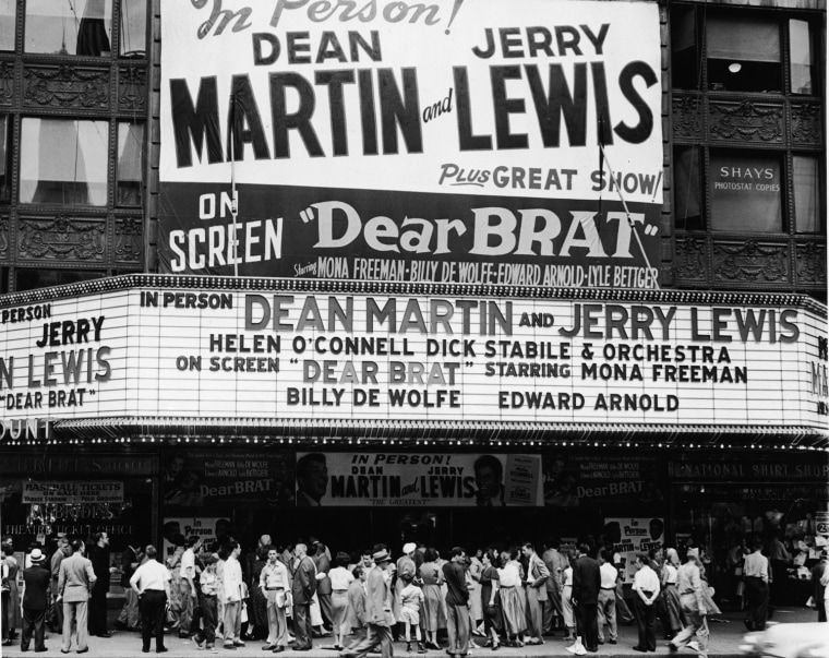 Image: Crowds to see Dean Martin and Jerry Lewis