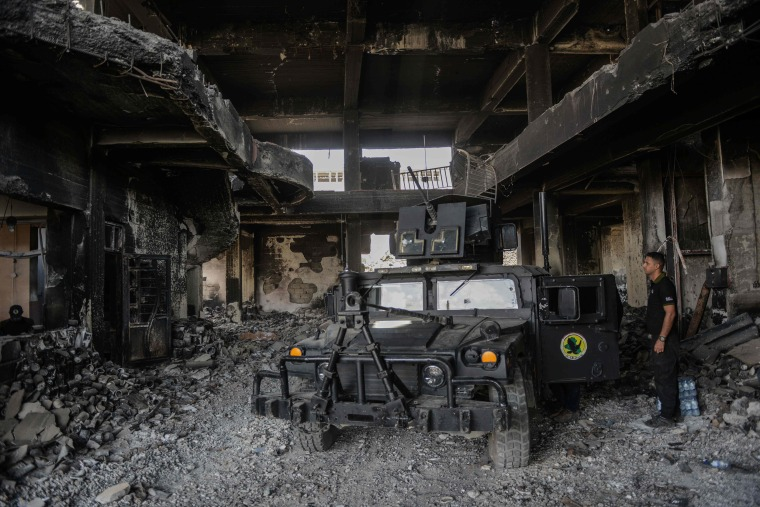 Image: Iraqi forces hold a position inside a damaged building