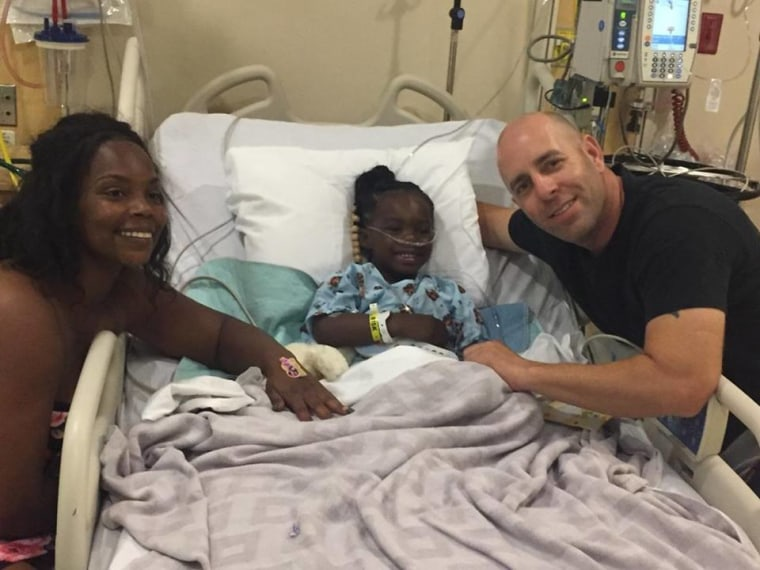 Davie'onna was paid a visit in the hospital by Jeff Haire, an off-duty deputy who helped save her life.
