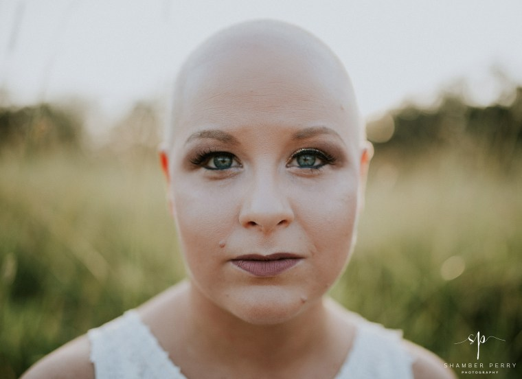 When 26-year-old Kayla Parsons learned she needed a double mastectomy, she decided to do a photo shoot before the surgery. When a MAC make-up artist refused to wear a mask, Ulta stepped in to give her a makeover.