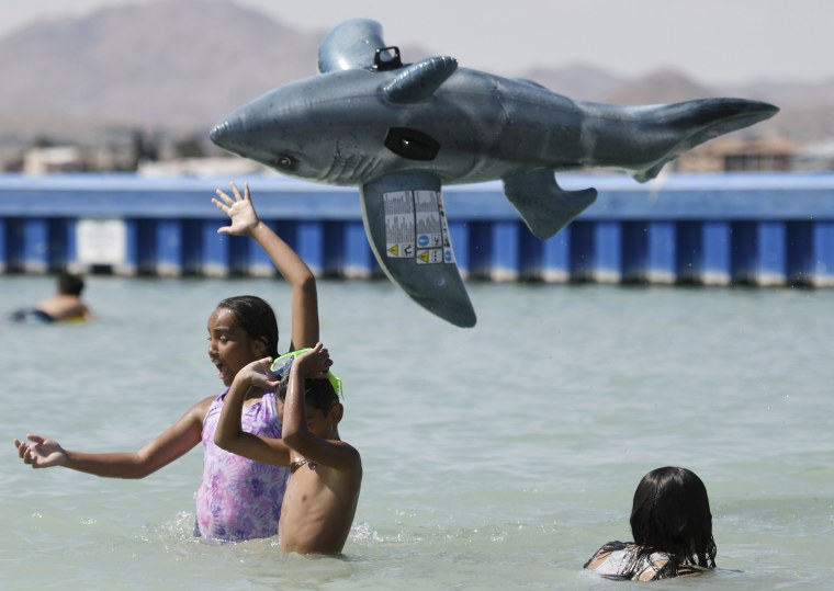Image: Kids cool off in a lake