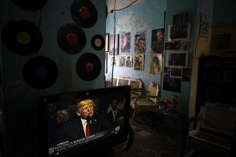 Image: A television set showing Donald Trump in a Cuban living room
