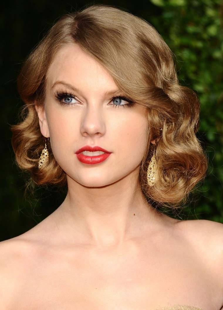 Singer Taylor Swift arrives at the Vanity Fair Oscar party hosted by Graydon Carter held at Sunset Tower on February 27, 2011