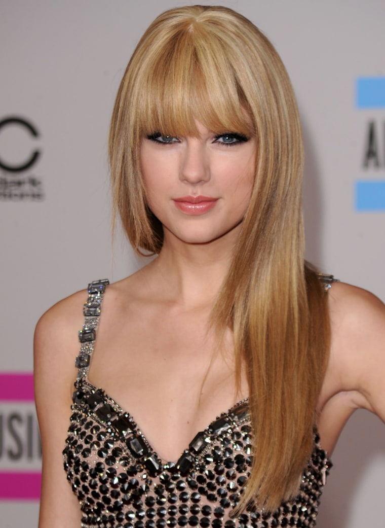 Taylor Swift arrives at the 2010 American Music Awards.