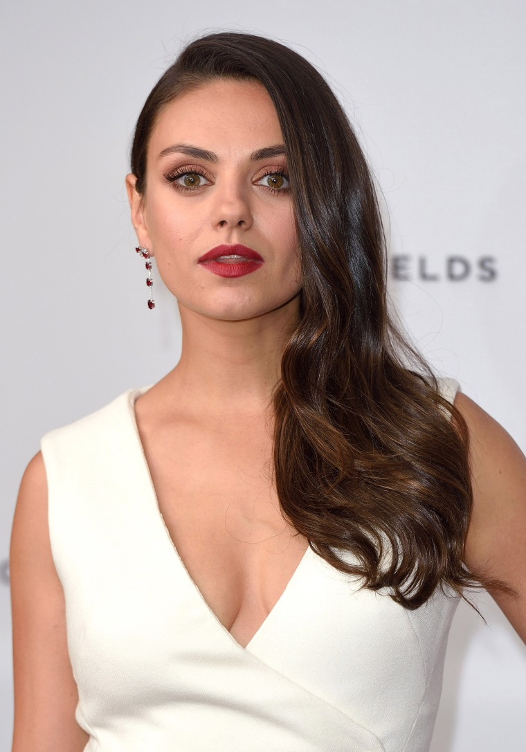 mila kunis hair style mila kunis hair is in a bob now see the look 4264 | mila kunis 2015 03 hair today 170628 d1cb3cc0ea0307d740026e7a6aab7b7a.fit 760w