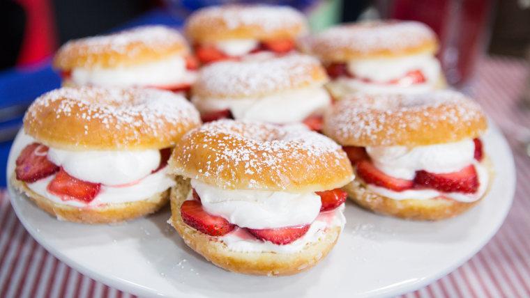 Strawberry Donut Cakes