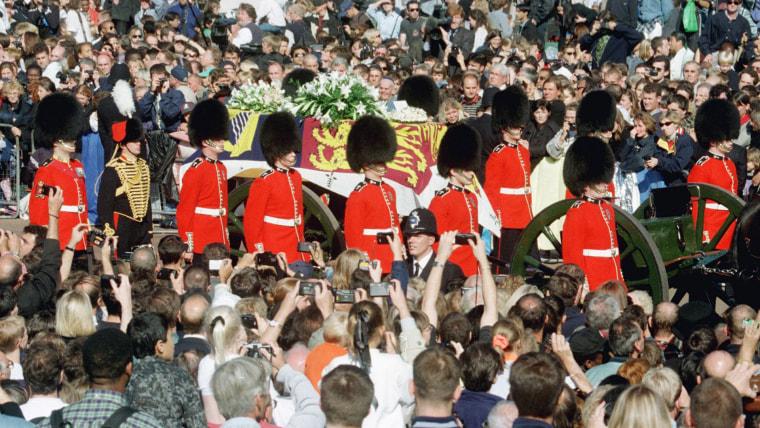 Guardsmen escort the coffin of Diana, Pr