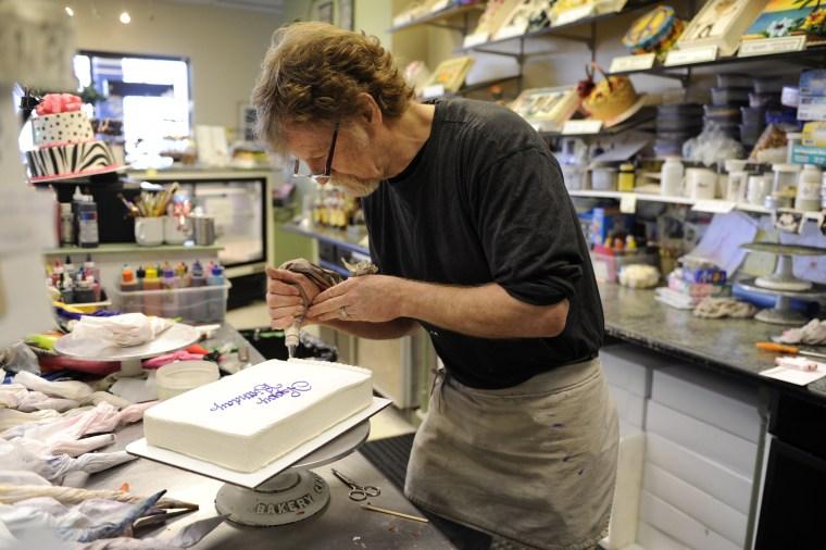 Image: Jack Phillips, owner of Masterpiece Cake, decorates a birthday cake