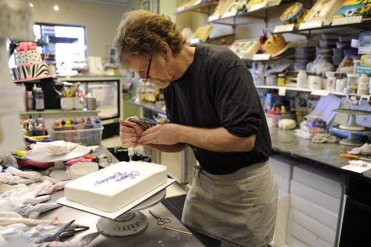 Image: Jack Phillips, owner of Masterpiece Cake, decorates a birthday cake