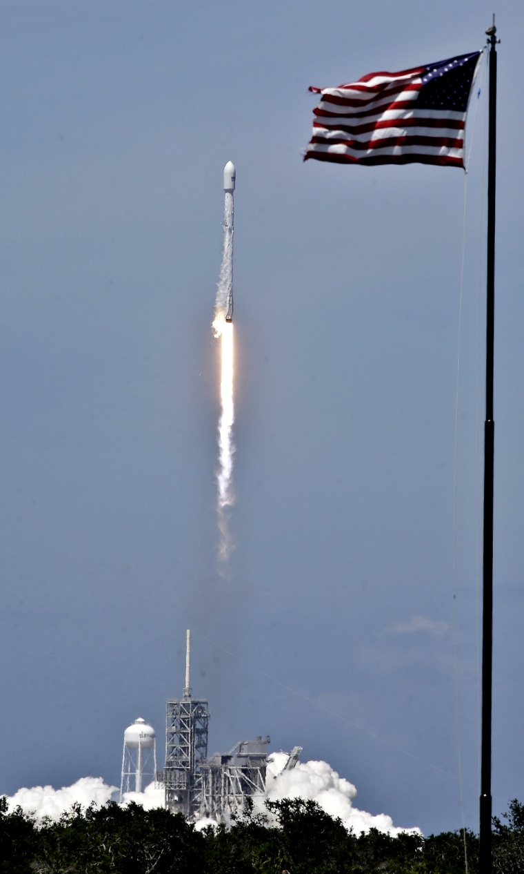 Image: Falcon 9 SpaceX lift off