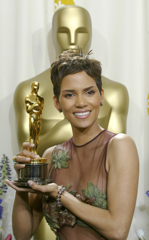 Image: Halle Berry Oscar Win 2002