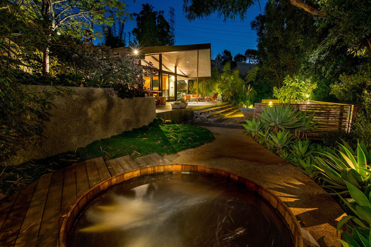 When the Southern California sun sets, lights illuminate the outdoor space.