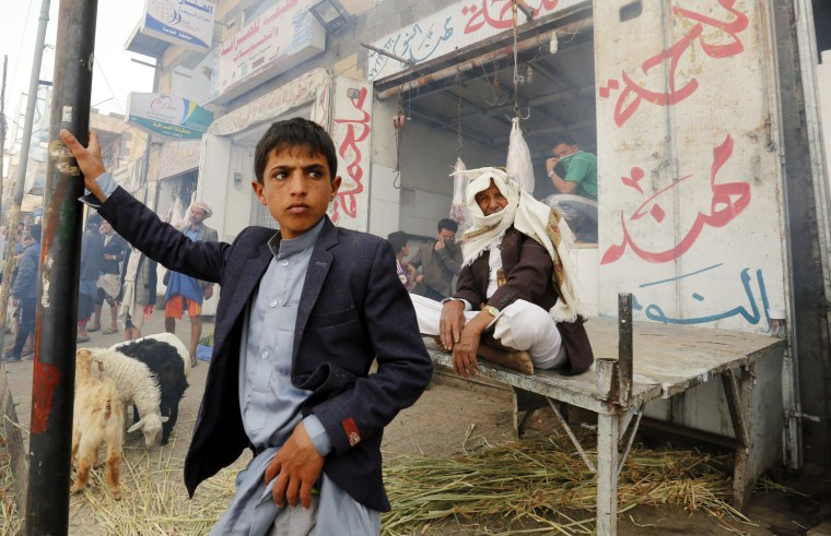 Image: Yemenis look on during a nationwide anti-cholera campaign