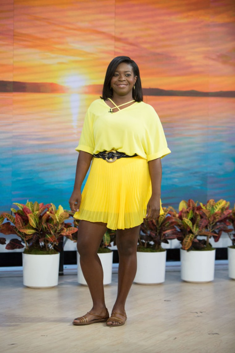 A bright yellow outfit only works with a bright summer mood.