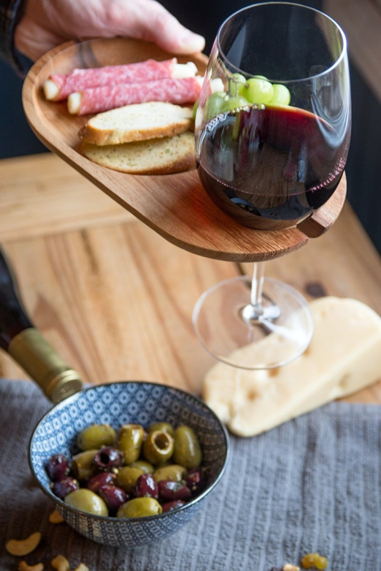 Wooden circle plate with wine holder