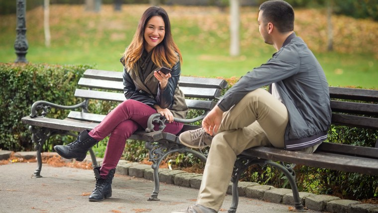 Meeting for the first time? How we gaze upon each other signals our desire for friendship or more, a new study finds.