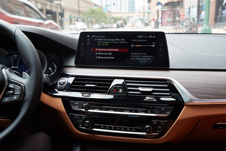 BMW's new Connected Plus service uses real-time traffic reports to give you a heads-up when it's time to leave — and even sends out an alert to the folks you're meeting to let them know when they can expect you.