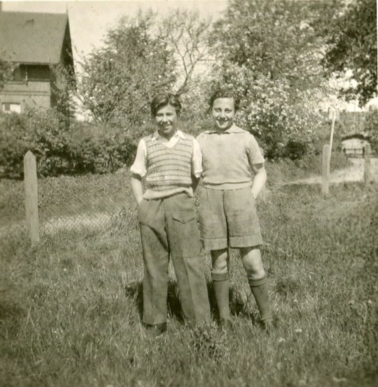 Image: Manfred Goldberg and Zigi Shipper at the Lensterhof convalescent home in Germany in 1945