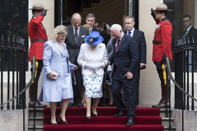 Image: Queen Elizabeth II and Canadian governor general in London, Wednesday