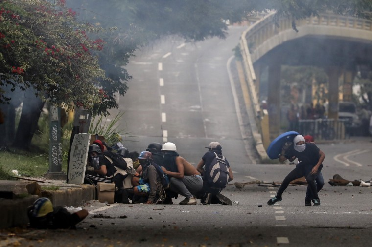 Image: Clashes between demonstrators and GNB in Caracas