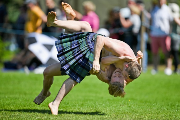 Image: World's Best Caber Tossers Gather For The Inverary Highland Games