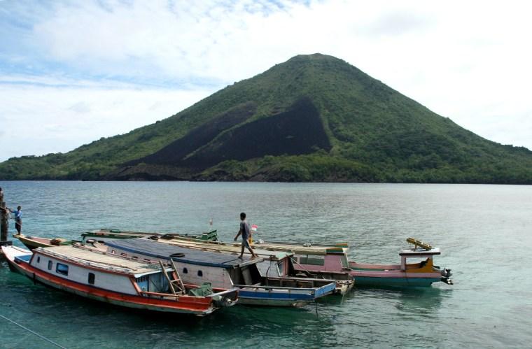 Image: Banda Api volcano