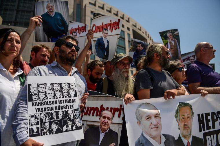 Image: TURKEY-POLITICS-MEDIA-TRIAL-DEMO