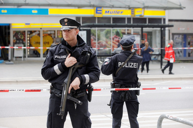 Image: Police cordon off the area around a supermarket in the northern German city of Hamburg