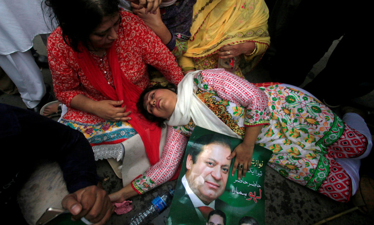 Image: A supporter of Pakistan's Prime Minister Nawaz Sharif passes out after the Supreme Court's decision to disqualify Sharif in Lahore