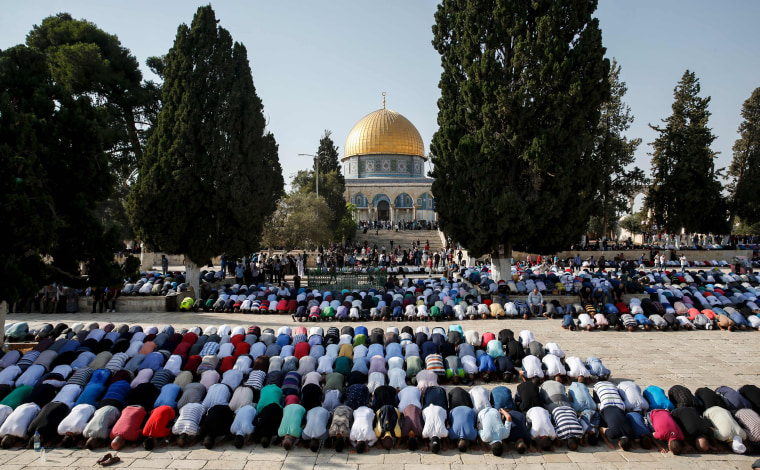 Image: Palestinian Muslims bow in prayer inside the Haram al-Sharif compound