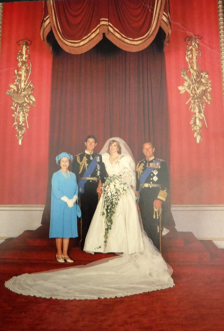 A photo from Prince Charles and Princess Diana's wedding was featured on the 1981 card.