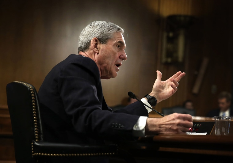 Image: FBI Director Robert Mueller testifies during a hearing