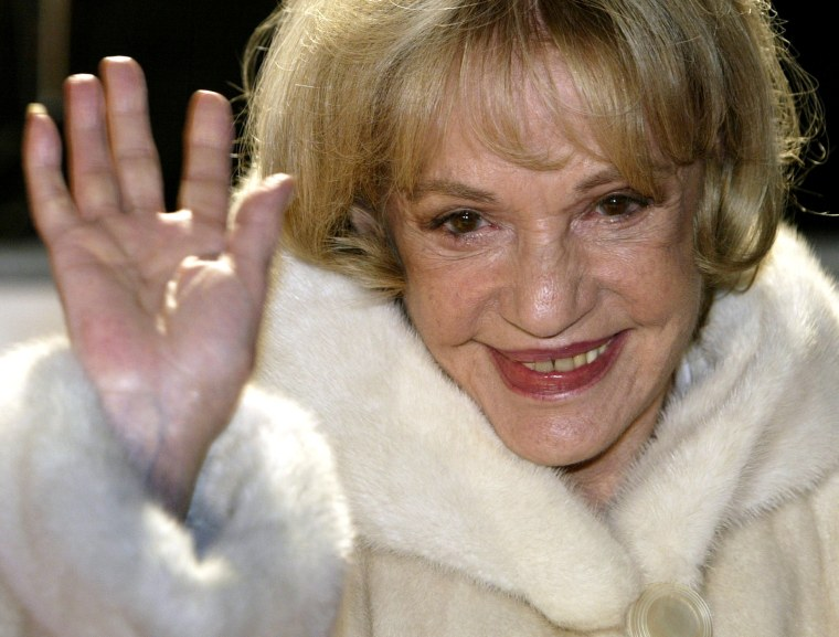 Image: FILE PHOTO - Actress Jeanne Moreau arrives at the European film awards ceremony in Berlin