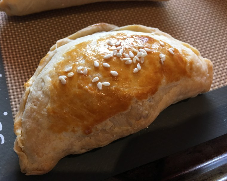 Image: A Chinese curry beef pastry with sesame seeds.