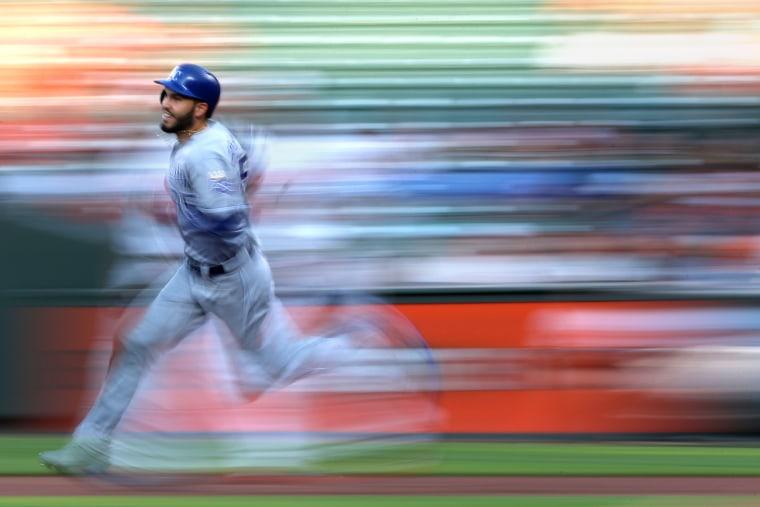Image: Eric Hosmer of the Kansas City Royals runs the bases