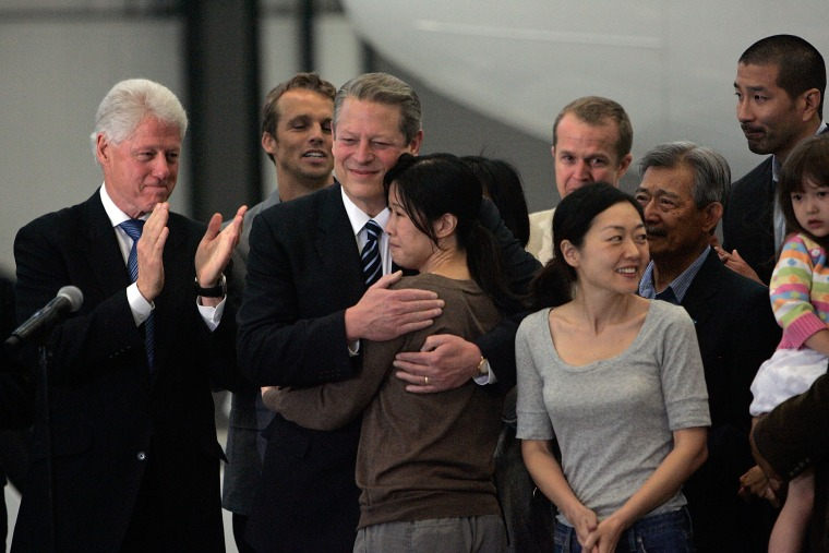Image: Bill Clinton Returns Journalists Euna Lee And Laura Ling To U.S.