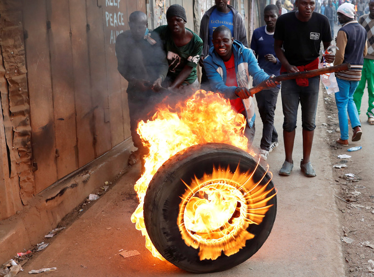 Image: Supporters of opposition leader Raila Odinga set up flaming tyre barricade in Kibera slum in Nairobi