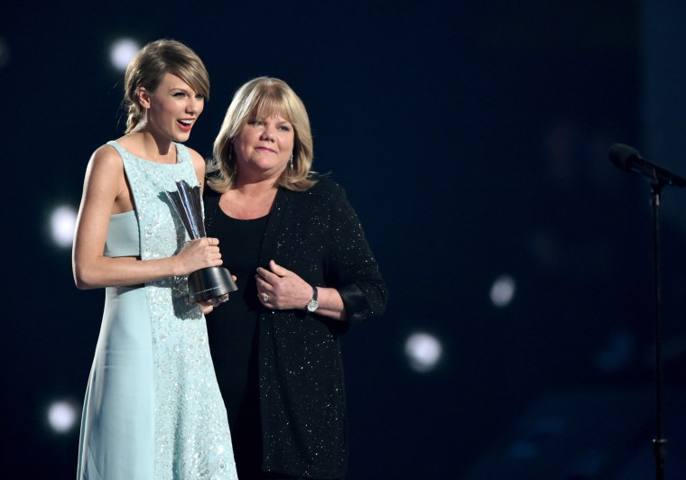Image: Taylor Swift and Andrea Swift