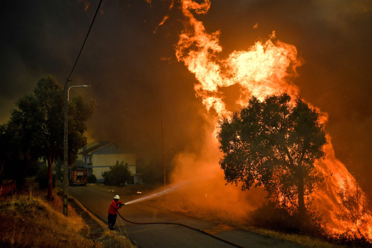 Image: TOPSHOT-PORTUGAL-FIRE