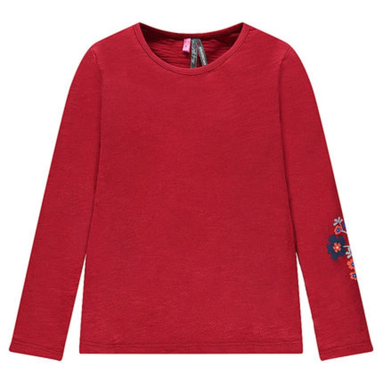 Long-sleeved red t-shirt