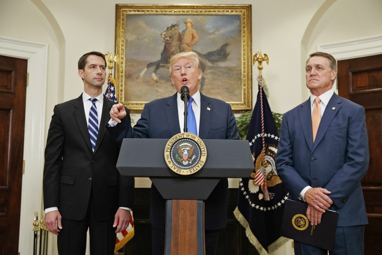 Image: Donald Trump, Tom Cotton, David Perdue