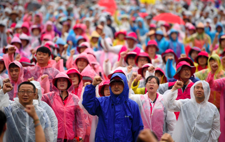 Image: South Korean protesters shout slogans during an anti-U.S. rally
