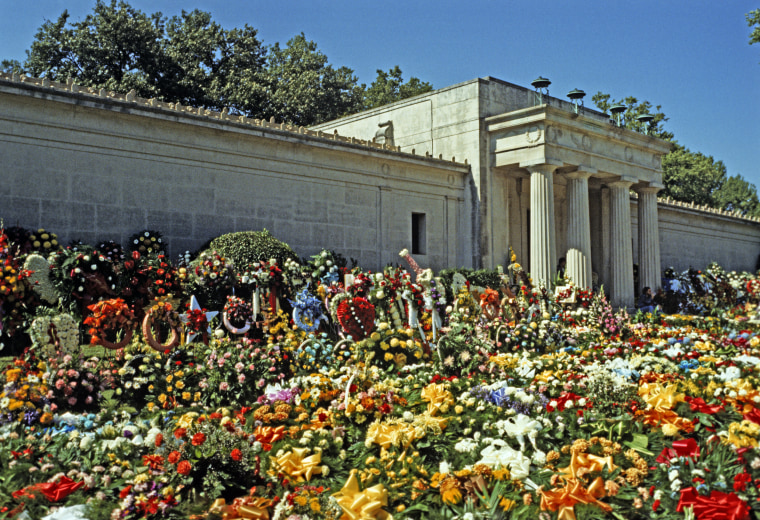 Elvis Presley Funeral Flowers, Memphis, Tennessee, USA, August 18th 1977