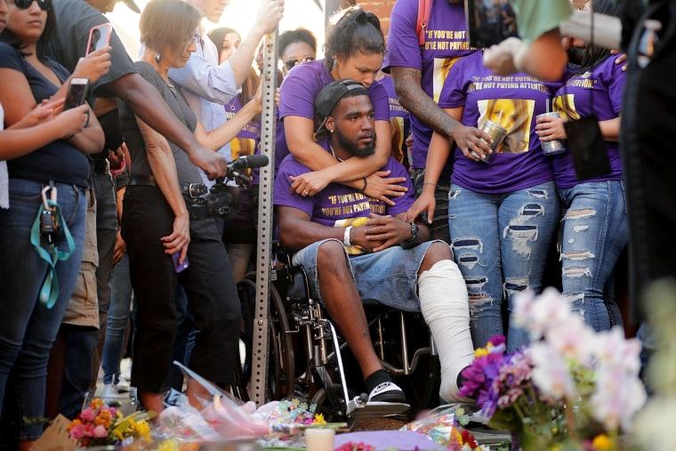 Image: Community Of Charlottesville Mourns