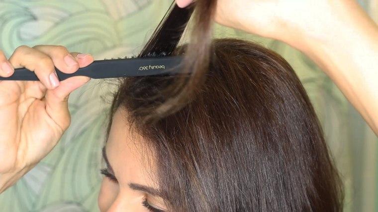 Teasing hair brush