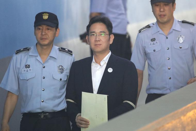 Image: Samsung Group heir Lee Jae-yong arrives at Seoul Central District Court