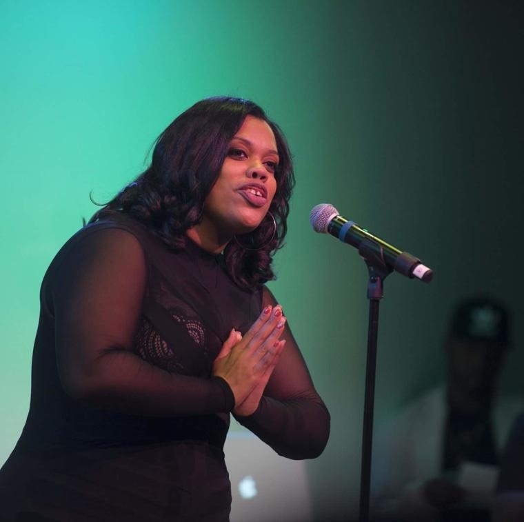DiDi Delgado performing her poetry
