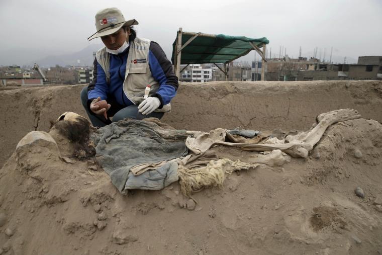 Image: Chinese Tomb in Peru 3