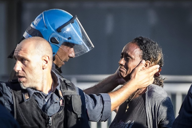 Image: Rome: migrants protest after eviction